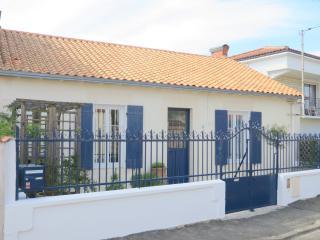 Maison de pécheur (échoppe) avec jardin agréable - La Rochelle vacation rentals