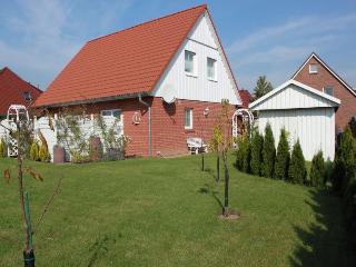 Vacation Apartment in Lübeck - 344 sqft, 1 living room / bedroom, max. 2 persons (# 8458) - Lübeck vacation rentals