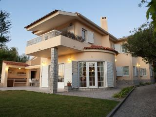 Comfortable villa with heated private pool - Sesimbra vacation rentals