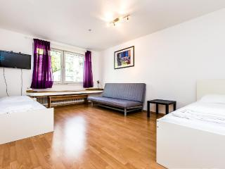 63 Modern apartment for 6 in Cologne Höhenberg - Cologne vacation rentals