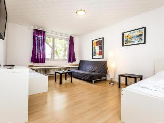 65 Modern apartment in Cologne Höhenberg - Cologne vacation rentals