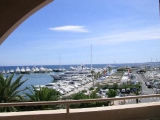 Vue magnifique face Au Port près plages de sable - Golfe-Juan Vallauris vacation rentals