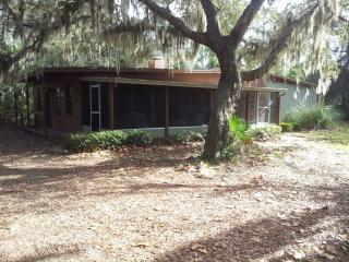 Nice Lodge with A/C and Outdoor Dining Area - Ocala vacation rentals