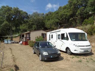 Maisonnette sur un grand terrain - Le Muy vacation rentals