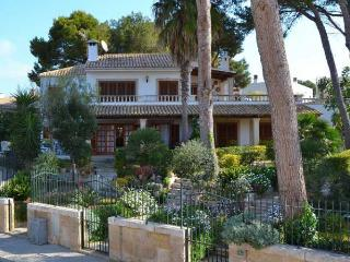 116 Enchanting apartment in a three-family villa - Playa de Muro vacation rentals