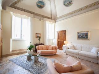 ELEGANT FRESCOED APARTMENT in the historic centre - Spoleto vacation rentals