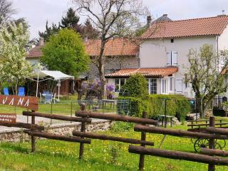 Nice Guest house with Internet Access and Outdoor Dining Area - Saint-Saud-Lacoussiere vacation rentals
