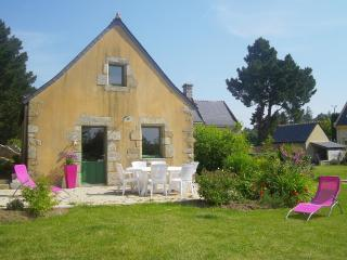 Bright 2 bedroom Gite in Caudan - Caudan vacation rentals