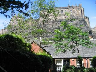 King's Stables: with view of Edinburgh Castle - Edinburgh vacation rentals