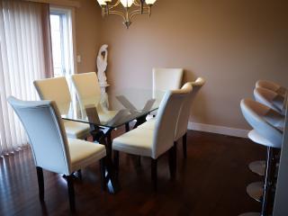 Luxury Home in South Edmonton, sleeps up to 10 - Edmonton vacation rentals