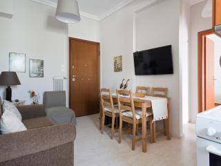 Cosy Central 1-bedr apt sleeps 2-4p Athens Center - Athens vacation rentals