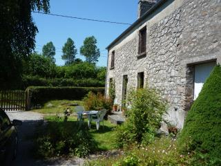 2 bedroom Farmhouse Barn with Outdoor Dining Area in Barneville-Carteret - Barneville-Carteret vacation rentals