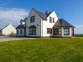 MOUNTSCOTT MANOR, spacious, en-suites, open fire, Jacuzzi bath, pet-friendly, in Miltown Malbay, Ref 921610 - Milltown Malbay vacation rentals