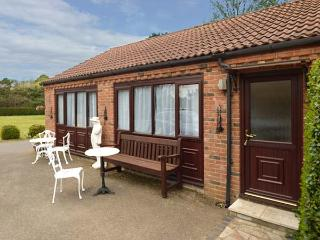 FINCHES, all ground floor, en-suite, off road parking, shared gardens, in Thetford, Ref 923004 - Thetford vacation rentals