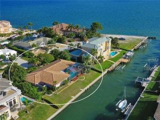 Waterfront 4 Beds 2 Bath private beach access - Winter Haven vacation rentals