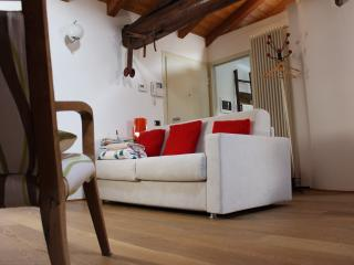 Romantic 1 bedroom Costa di Mezzate Apartment with A/C - Costa di Mezzate vacation rentals
