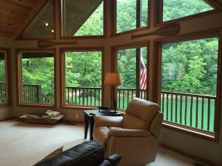 The Perfect Getaway is a Norris Lake vacation cabin with the name that suits it... perfectly! - Jacksboro vacation rentals