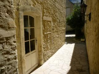 Comfortable 1 bedroom Apartment in Bayeux with Internet Access - Bayeux vacation rentals