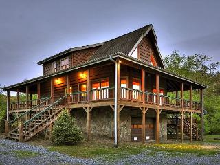 A cozy, romantic getaway sitting directly on Hothouse Creek - Mineral Bluff vacation rentals