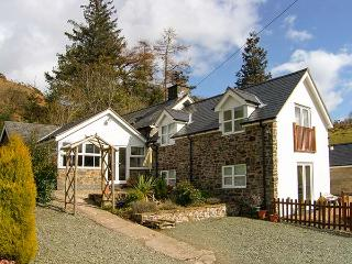 THE SECRET HIDEAWAY, pet friendly, character holiday cottage, with a garden in Lake Vyrnwy, Ref 11892 - Llanwddyn vacation rentals
