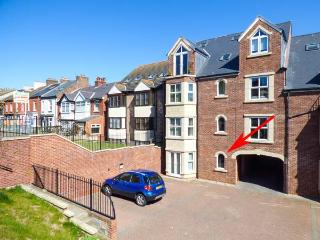 CADLIAM, ground floor apartment, WiFi, off road parking, in Whitby, Ref 14010 - Whitby vacation rentals