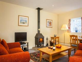 YEW TREE COTTAGE, part of the Chatsworth Estate, pet-friendly, woodburner in Wetton Ref 17466 - Wetton vacation rentals