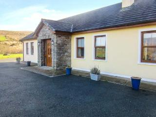 CREEDON HOUSE, fire, spacious garden, all ground floor cottage near Kilgarvan, Ref. 24112 - Kilgarvan vacation rentals