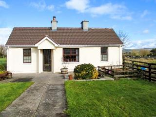 MIDDLEQUARTER, pet-friendly, woodburning stove, enclosed garden, ground floor accommodation, in Newcastle near Clonmel Ref. 25818 - Newcastle vacation rentals