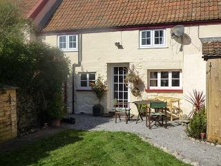 THE COTTAGE, off road parking, private front garden, in Cannington, Ref 26703 - Cannington vacation rentals