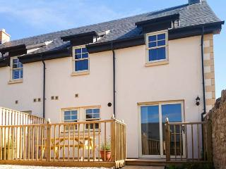 LEET HAUGH, WiFi, pet-friendly, enclosed garden, en-suite bedroom, in Coldstream, Ref 29802 - Coldstream vacation rentals