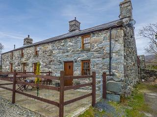 CWM YR AFON COTTAGE, pet-friendly, character cottage, with woodburner and WiFi in Llanbedr, Ref 4166 - Llanbedr vacation rentals