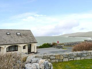 CRUMLIN LODGE, open fire, WiFi, four en-suite shower rooms, panoramic sea views, Ref 904950 - Fanore vacation rentals