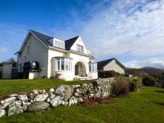 BRYN HOEL, detached, double bay fronted cottage, sea views, roll-top bath, off road parking, in Llanfair, Ref 905040 - Llanfair vacation rentals