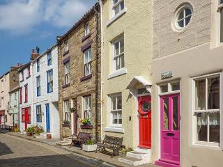 BROOMHILL VIEW village centre, close to beach, open fire in Staithes Ref 918528 - Staithes vacation rentals