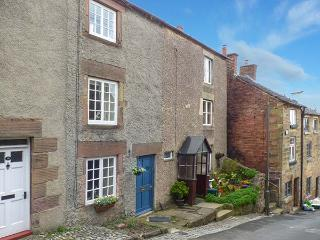 COSY COTTAGE 14 GREENHILL, character cottage, woodburner, near amenities, in Wirksworth, Ref. 918737 - Wirksworth vacation rentals