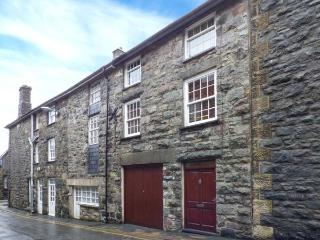 BRYN MEIRION BACH, converted old mill warehouse, exposed beams and old mill workings, WiFi, centre of Dolgellau, Ref 920944 - Dolgellau vacation rentals