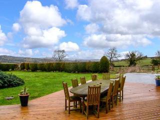 TYN Y COED FARM, open fire, country views, piano, WiFi, pet-friendly property near Treuddyn, Ref. 921020 - Treuddyn vacation rentals