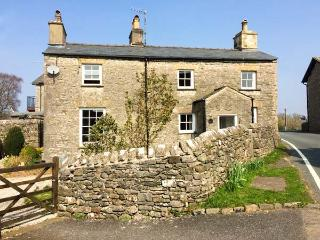 IVY COTTAGE, detached, two sitting rooms with woodburning stoves, en-suite, shop and pub next door, near Kirkby Lonsdale, Ref 921295 - Kirkby Lonsdale vacation rentals