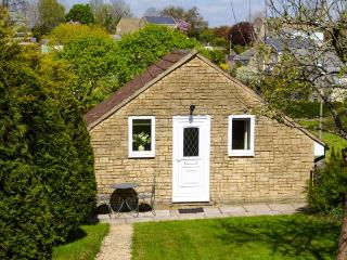 THE GARDEN APARTMENT, patio, WiFi, Corsham near Bath Ref 923168 - Corsham vacation rentals