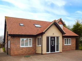 THE BIRCHES, detached cottage with hot tub, enclosed garden, WiFi, Morpeth Ref 923164 - Morpeth vacation rentals