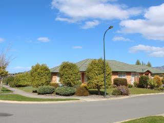 Comfortable 3 bedroom Townhouse in Christchurch - Christchurch vacation rentals