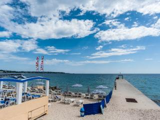 Charming and modern beach pad in Antibes Juan LP - Juan-les-Pins vacation rentals