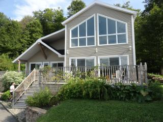 4 bedroom House with Internet Access in Lac-Beauport - Lac-Beauport vacation rentals