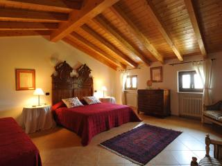 "Charming Apartment ""Cedro"" - Pesina vacation rentals"