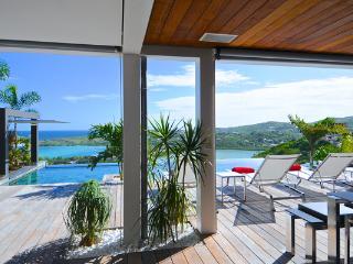 Bright 4 bedroom Marigot House with Internet Access - Marigot vacation rentals