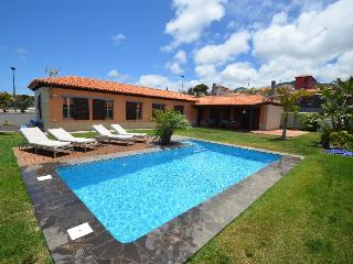 Beautiful 3 bedroom Tacoronte Chalet with Internet Access - Tacoronte vacation rentals