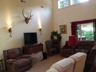 Beautiful Newer Home 10 miles from US Open 2015 ! - Tacoma vacation rentals