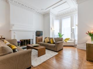 MONTREAL DOWNTOWN EMPIRE 2 - Montreal vacation rentals