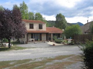 Perfect Villa in Champtercier with Dishwasher, sleeps 3 - Champtercier vacation rentals