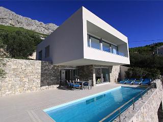 Luxury 3 bedroom Villa with pool - Lokva Rogoznica vacation rentals